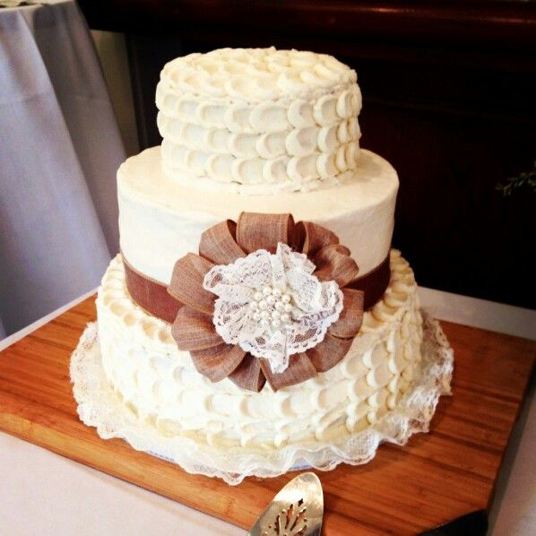 how to pick your wedding cake design with buttercream amanda douglas events winnipeg event. Black Bedroom Furniture Sets. Home Design Ideas