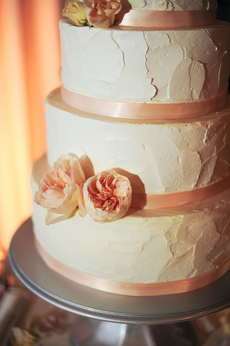 how to pick your wedding cake design - with buttercream