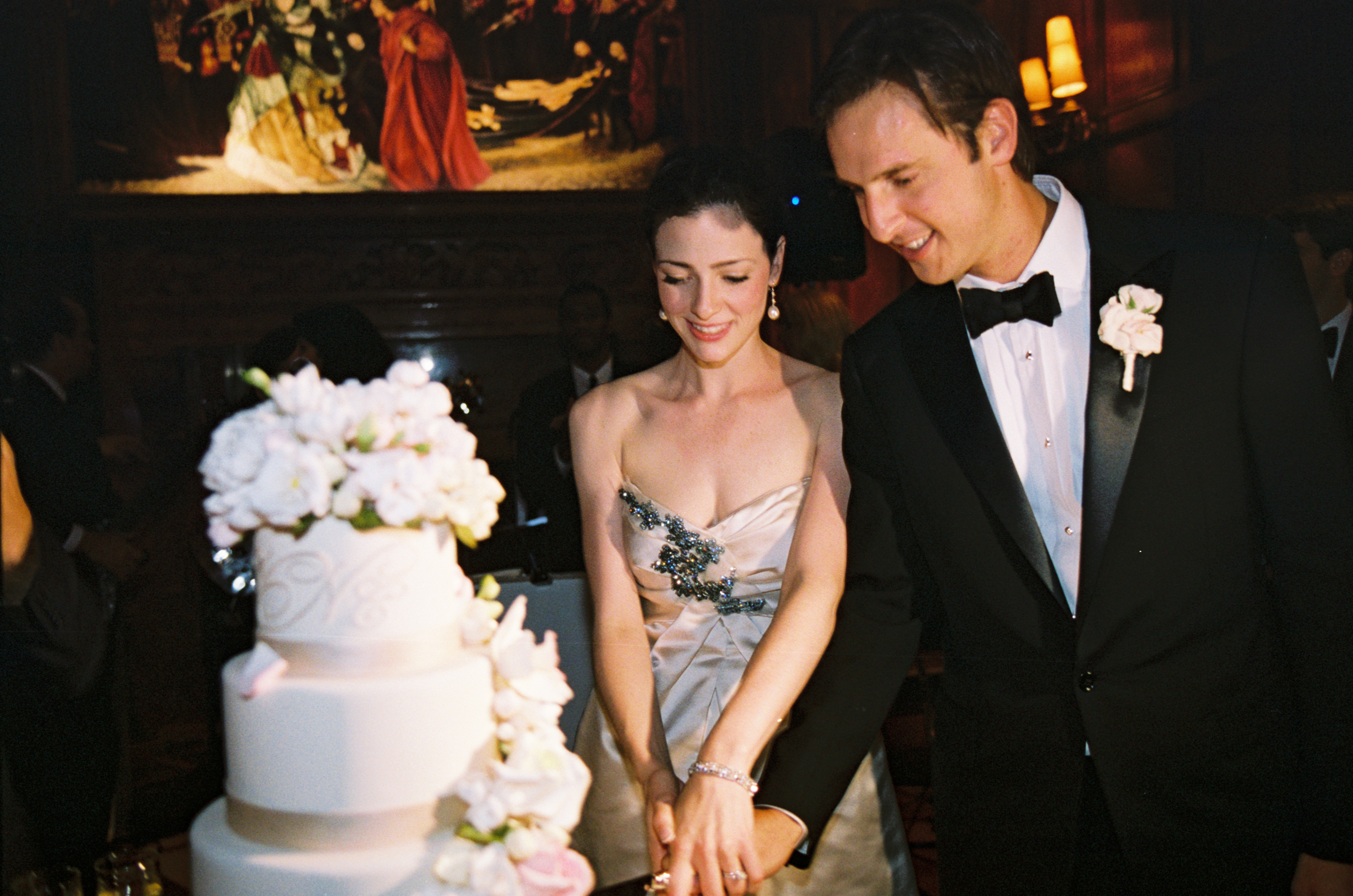 tradition behind cutting the wedding cake 10 traditions to not skip for your wedding amanda 21219